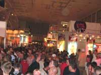 Besucheransturm in der Messehalle der 8. Erotikmesse VENUS 2004